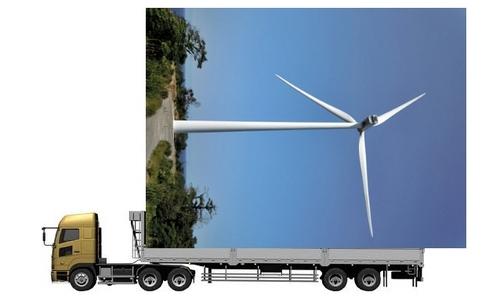 トレーラーと風車.jpg